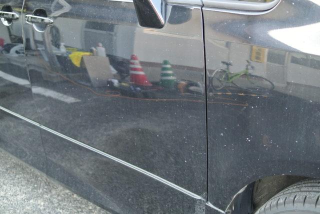 台風による飛散物付着車両